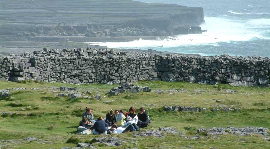 Austauschschüler in Irland - mit World Wide Qualifications, wir organisieren Dir Deinen Schüleraustausch in Irland, die grüne Insel. Über WWQ gibt es Teil-Stipendien und Förderprogramme für Irland!